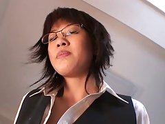 Napalona darmowe filmy dla dorosłych Azjatka trochę pieprzy i ściera jej cipki z dildo i Wibratory