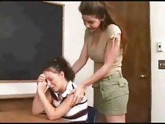 Erotyka dla kobiet nauczycielka lesbijka uwodzi jej młodego ucznia