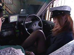 Filmiki erotyczne mała dziwka ssie kutas w samochodzie
