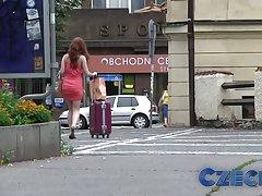 Czeski gorące rude pieprzy faceta trudne w parku samochodów za gotówkę