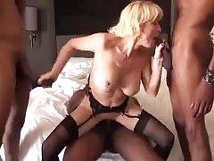 Domowe filmiki porno blondynki dojrzałe gilf czarny kutas grupowe