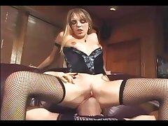 Darmowe filmy porno polek kunnilingus (mineta) w pończochy, podwiązki i gorset