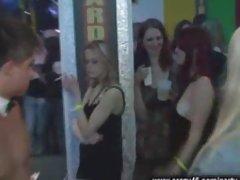 Dziewczyny amatorski sex w szkole ściągacze kurki ssać na imprezie